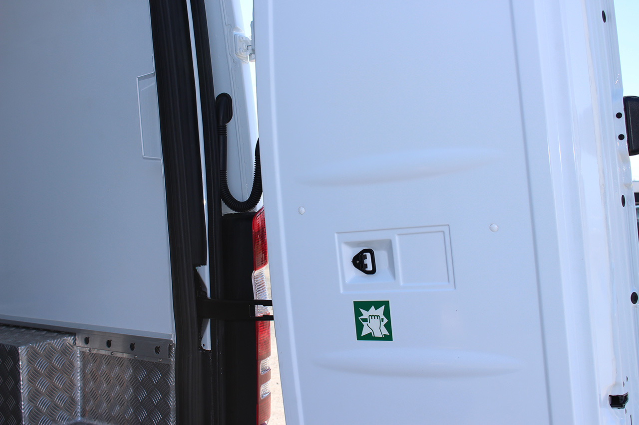 Refrigerated cargo van sprinter 2500 mercedes benz thermo king unit refrigeration - Porte arriere mercedes sprinter ...